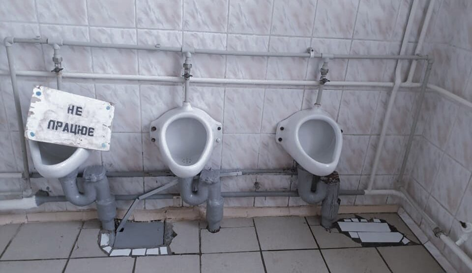 Швидше Маск колонізує Марс, ніж усі українські школи обладнають туалетами